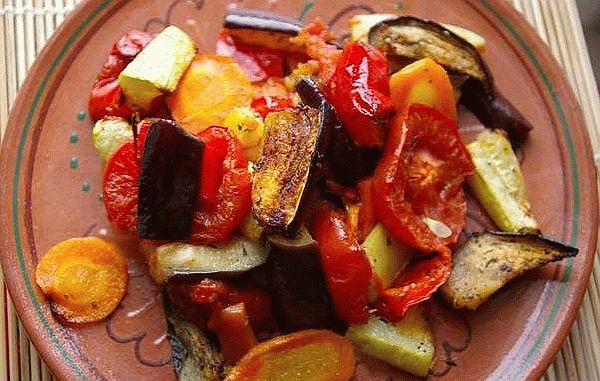 Салат из печеных овощей на мангале