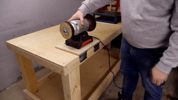 установка и крепление шлифовального станка для верстака