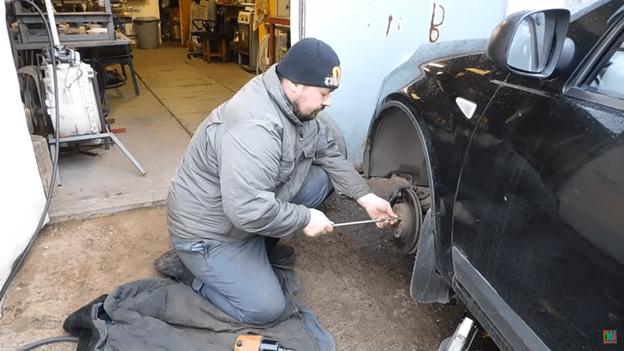 Самоделка для автомобиля: облегчаем замену колес