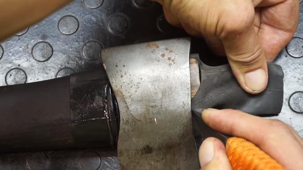 Как намертво насадить топор или молоток на черенок своими руками