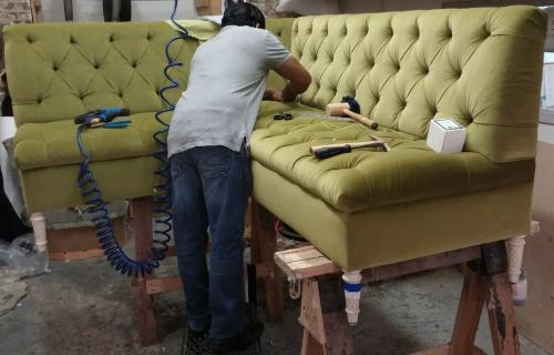 Тонкости перетяжки мягкой мебели
