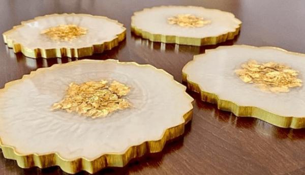 Подставки из эпоксидной смолы, инкрустированные сусальным золотом своими руками