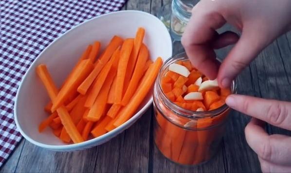 Чудо закуска: Маринованные морковные палочки за 10 мин