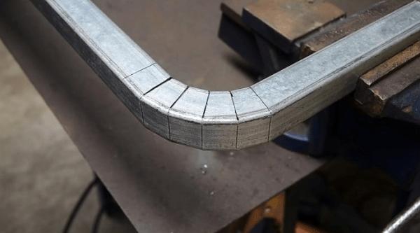 Как сделать идеальный изгиб уголка или профильной трубы подрезкой без гибки