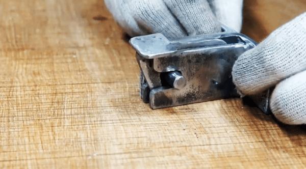 Как сделать замок с автоматической защелкой на калитку