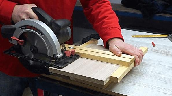 Как сделать простую 90-градусную направляющую для ручной циркулярки и лобзика