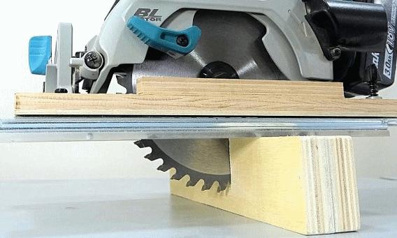 Направляющая для торцовки ручной дисковой пилой