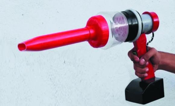 Компактный аккумуляторный пылесос из подручных средств