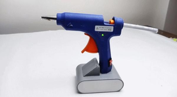 Как переделать обычный клеевой пистолет в аккумуляторный