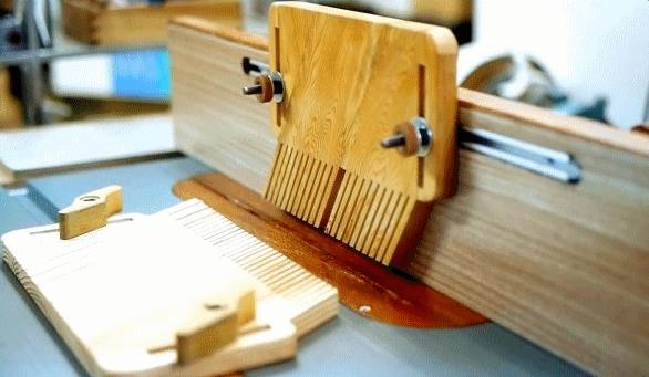 Универсальный лепестковый прижим для столярных станков своими руками