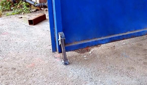 Как сделать простые откидные упоры для ворот (без сварки)