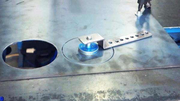 Как сделать несложное приспособление для резки кругов плазменной горелкой