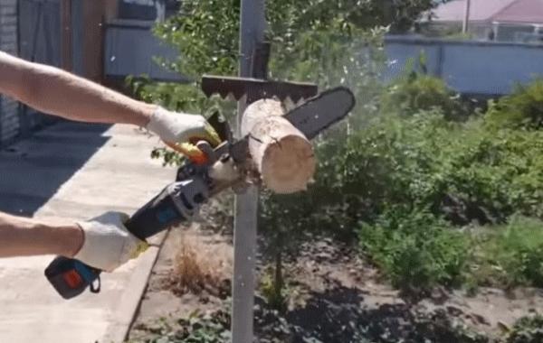 Захват-держатель для резки дров на весу