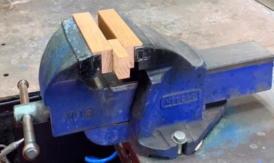 Как сделать быстросъемные магнитные губки для слесарных тисков