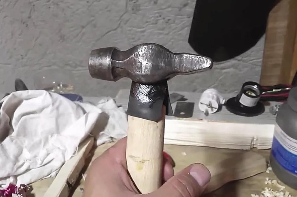 Как без клина намертво насадить молоток на рукоять?