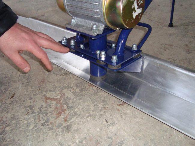 Виброрейка для укладки бетона: мастерим своими руками и экономим до 25 тысяч рублей