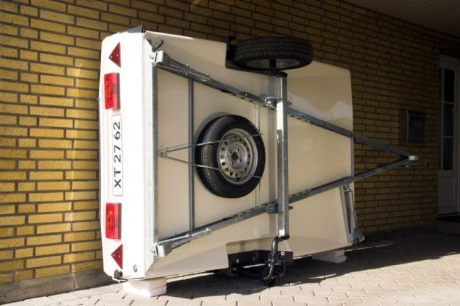 02 1 650x433 - Хранение прицепа в гараже на боку
